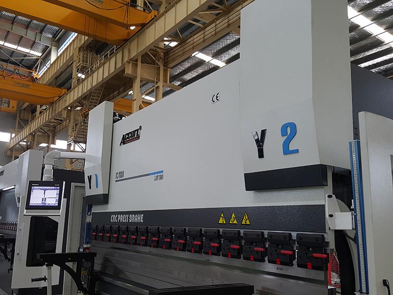 presse plieuse hydraulique 200 tonnes