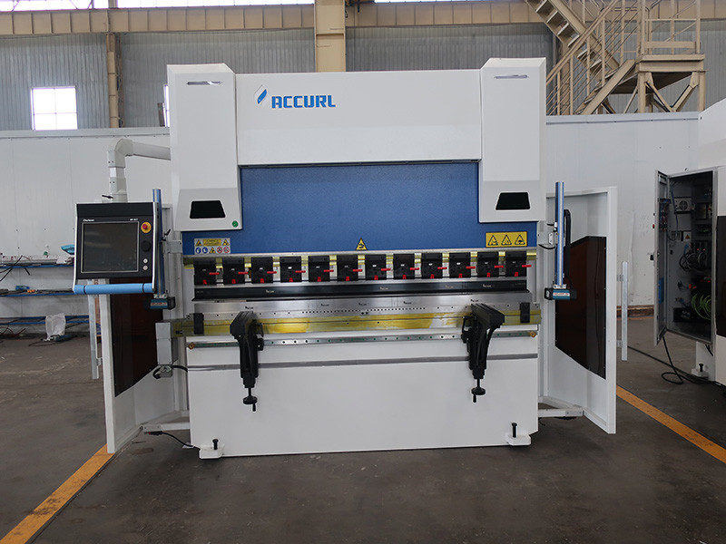 press brake with high bending precision